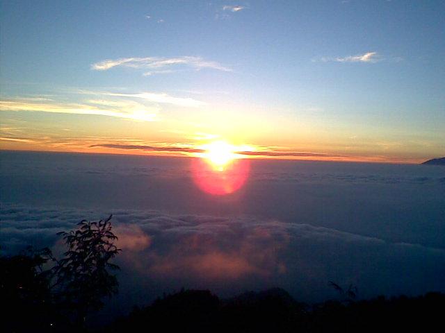 Hasil gambar untuk sunrise gunung merapi